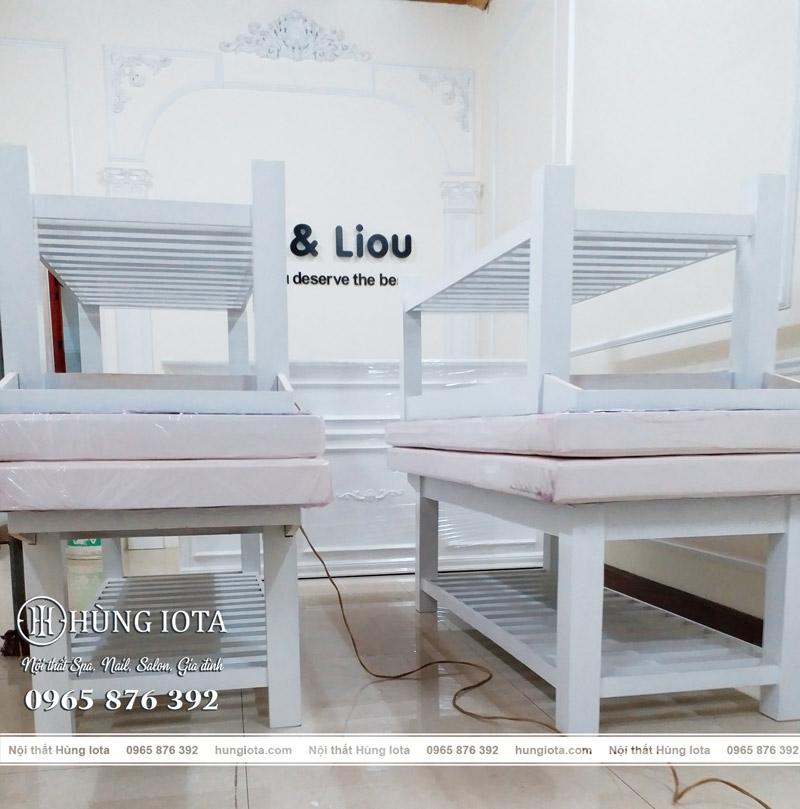 Giường spa trắng Chen & Liou Spa Bắc Ninh