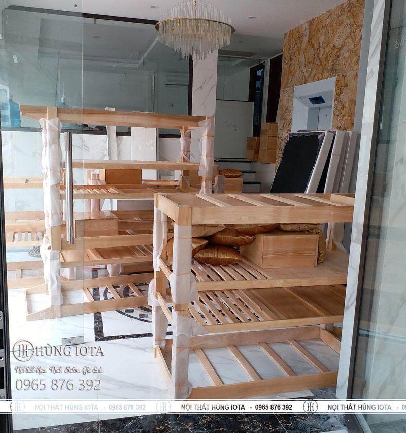 Lắp đặt giường spa gỗ sồi màu gỗ cho spa, thẩm mỹ viện tại Hà Nội giá rẻ