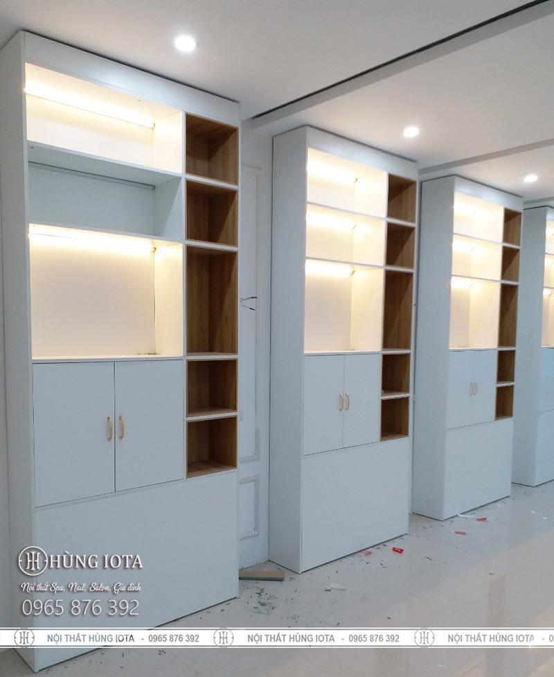 Tủ spa hay tủ sản phẩm - tủ trưng bày sản phẩm spa màu trắng có đèn giá rẻ tại Hà Nội