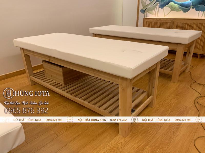 Giường spa màu gỗ sồi, đệm trắng giá rẻ tại xưởng sản xuất