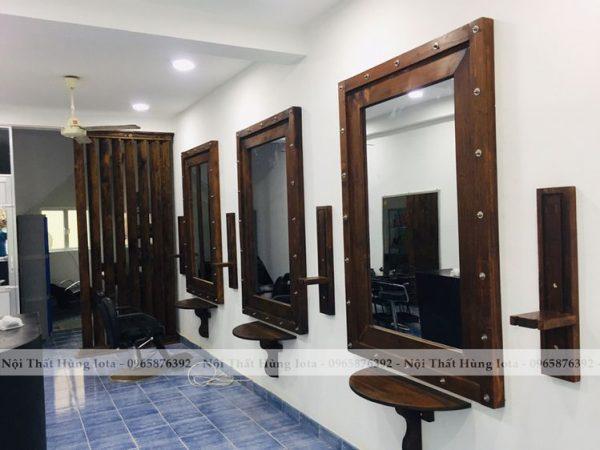 Gương cắt tóc hình vuông màu nâu gỗ cho salon tóc