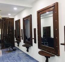 Gương cắt tóc hình vuông màu nâu khung gỗ GCT19
