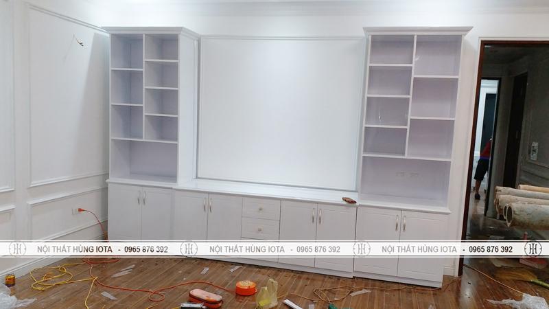 Tủ trưng bày sản phẩm mỹ phẩm spa trắng ở Khánh Hà Beauty Spa Vĩnh Phúc