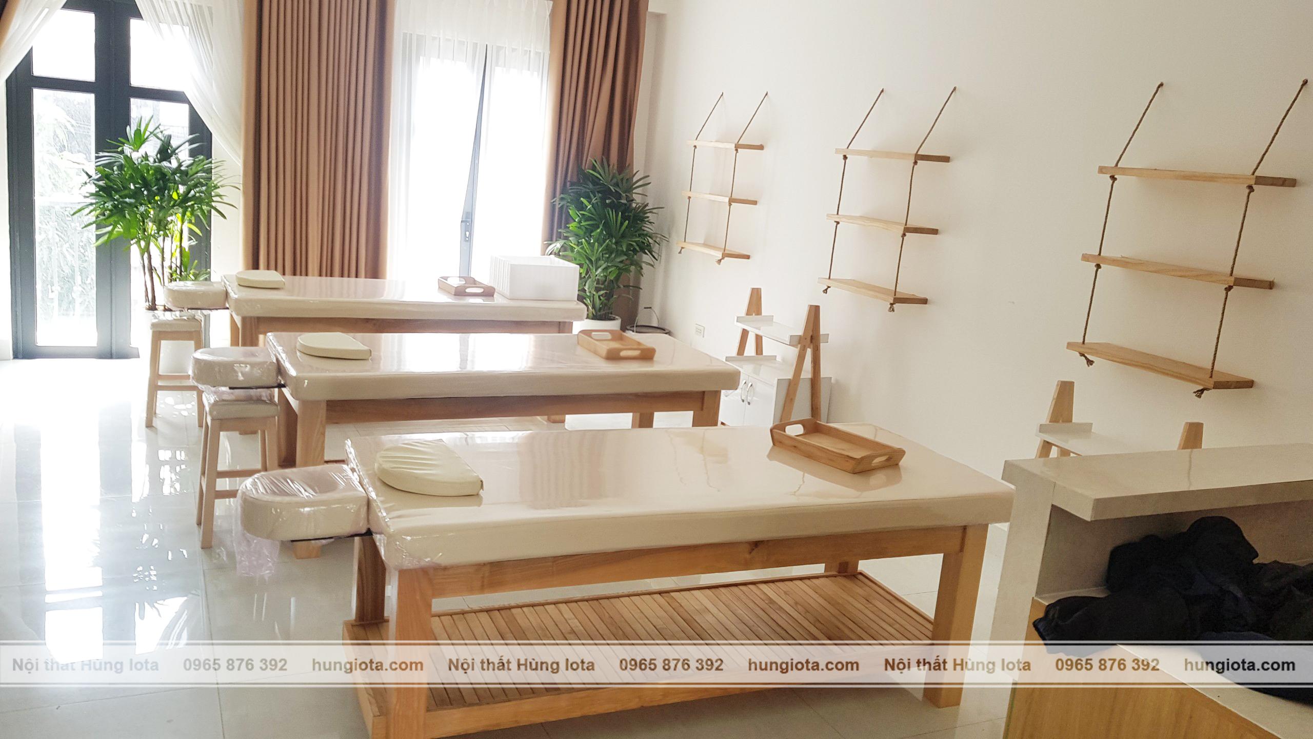 kệ gỗ dây treo decor cho spa, giường spa gỗ sồi decor màu gỗ tự nhiên