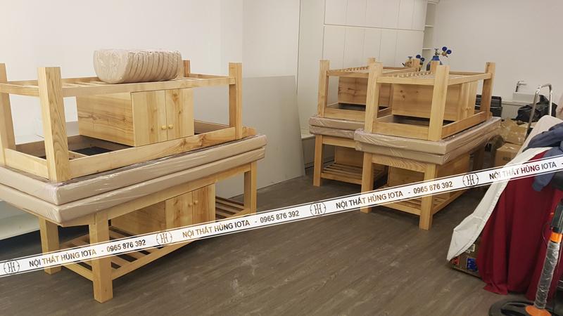 Giường spa gỗ sồi có tủ màu vàng gỗ tự nhiên