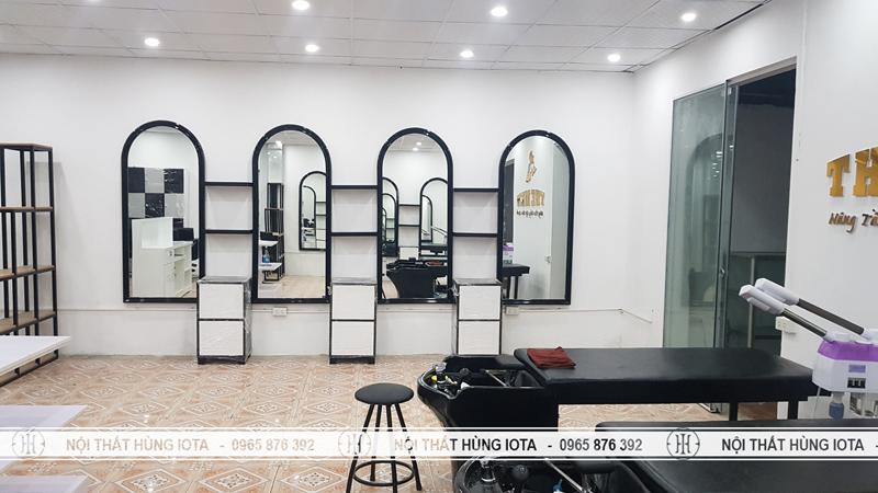 Gương cắt tóc tại salon tóc The Men ở Ninh Bình