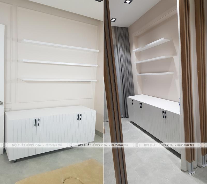 Tủ spa màu trắng và đợt treo tường spa
