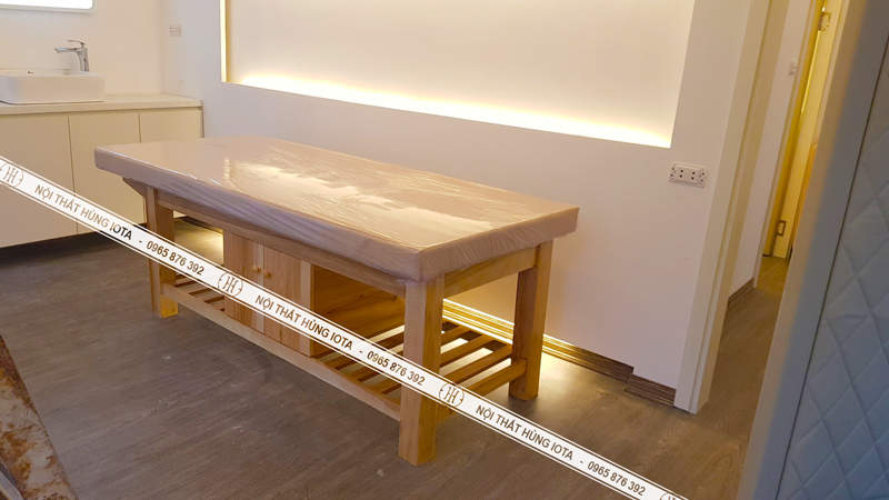 Giường massage spa gỗ sồi có tủ màu vàng gỗ tự nhiên