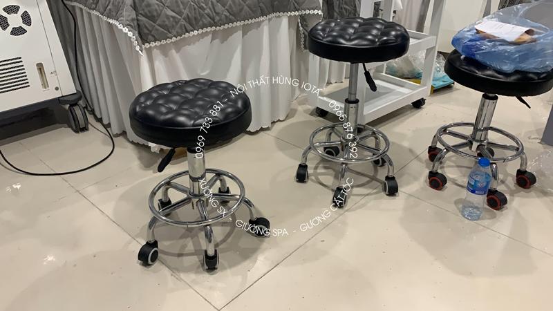 Lắp đặt ghế spa giá rẻ nâng hạ có bánh xe di chuyển màu đen