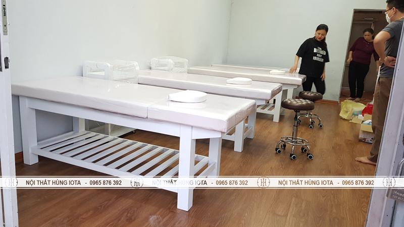 Lắp đặt giường spa trắng tại Nam Đjnh