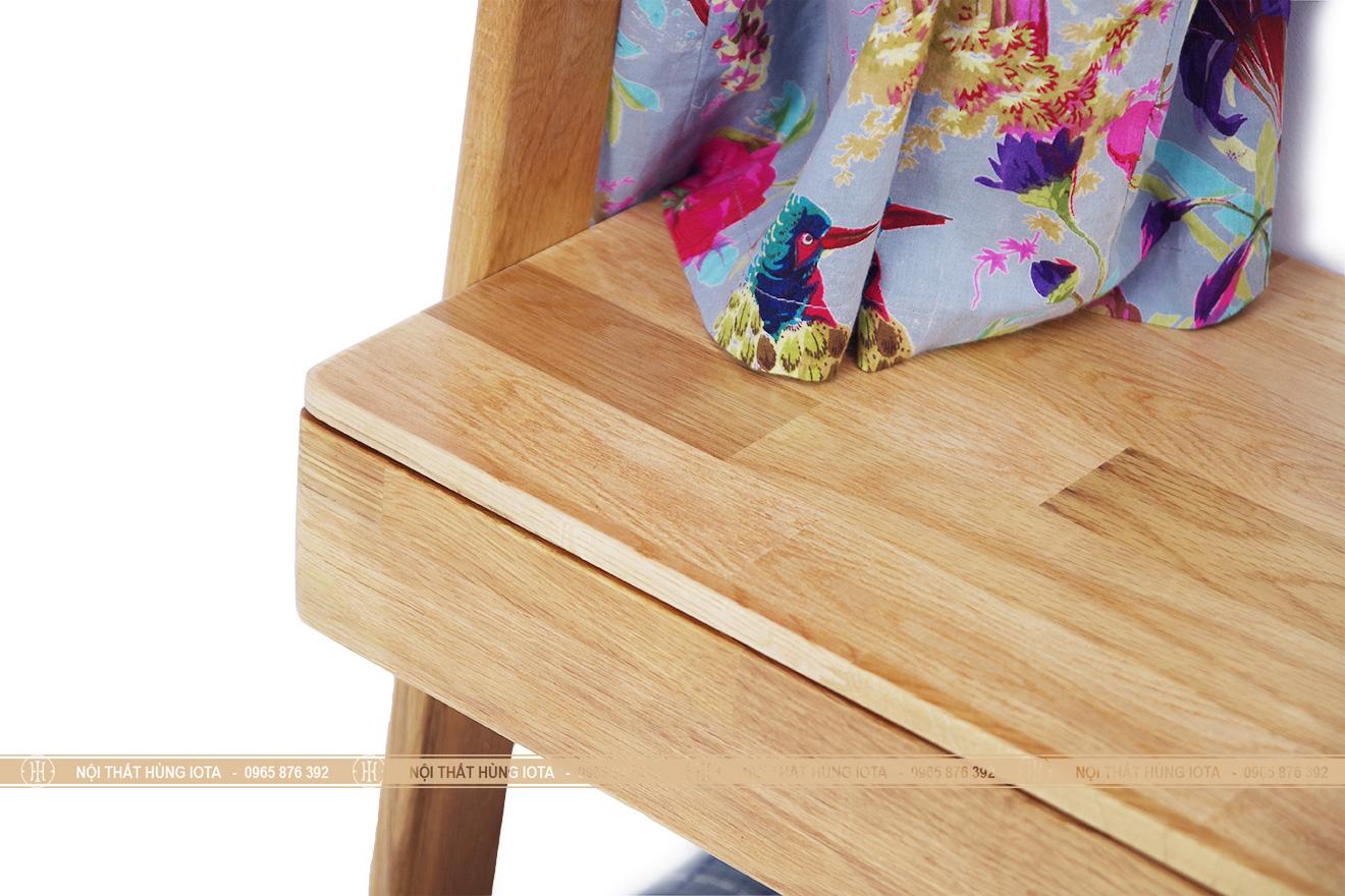 Chi tiết kệ tủ quần áo decor gỗ sồi hình thang đẹp