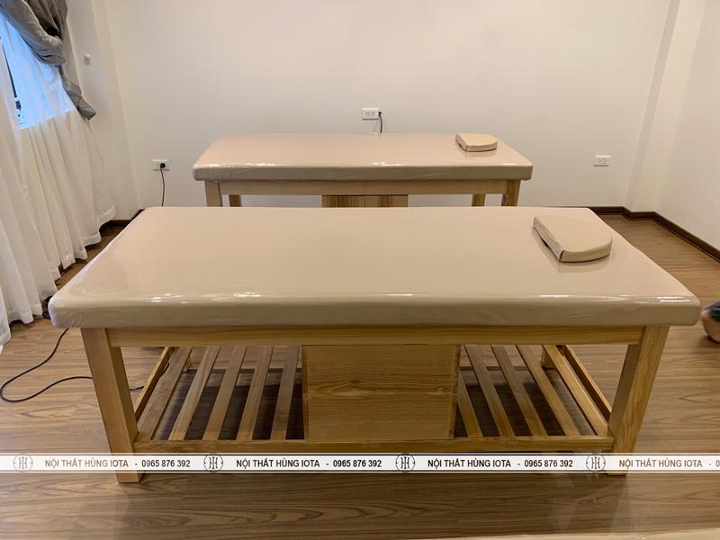 Giường massage gỗ sồi có tủ sơn màu gỗ tự nhiên
