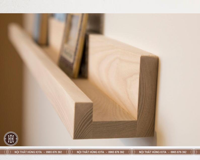 Kệ gỗ chữ U spa treo tường decor cho spa, nail, salon tóc