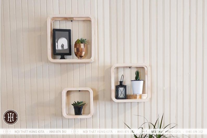 Kệ gỗ decor đựng cay trang trí phòng khách