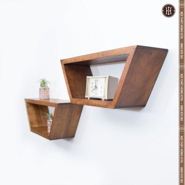 Kệ gỗ treo tường cho salon tóc màu nâu hạt dẻ