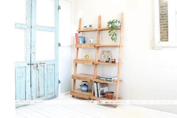Kệ gỗ sồi có tủ nhỏ tựa tường đựng đồ phòng khách
