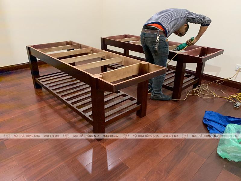 Khung giường gỗ spa màu nâu cánh gián có tủ đẹp