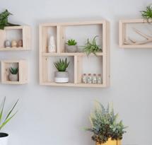 Kệ gỗ hình chữ nhật treo tường cho spa, nail KTD13
