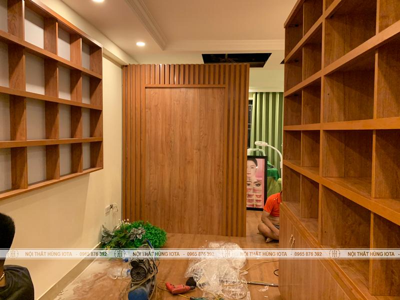 Quầy thu ngân spa, tủ sản phẩm treo tường