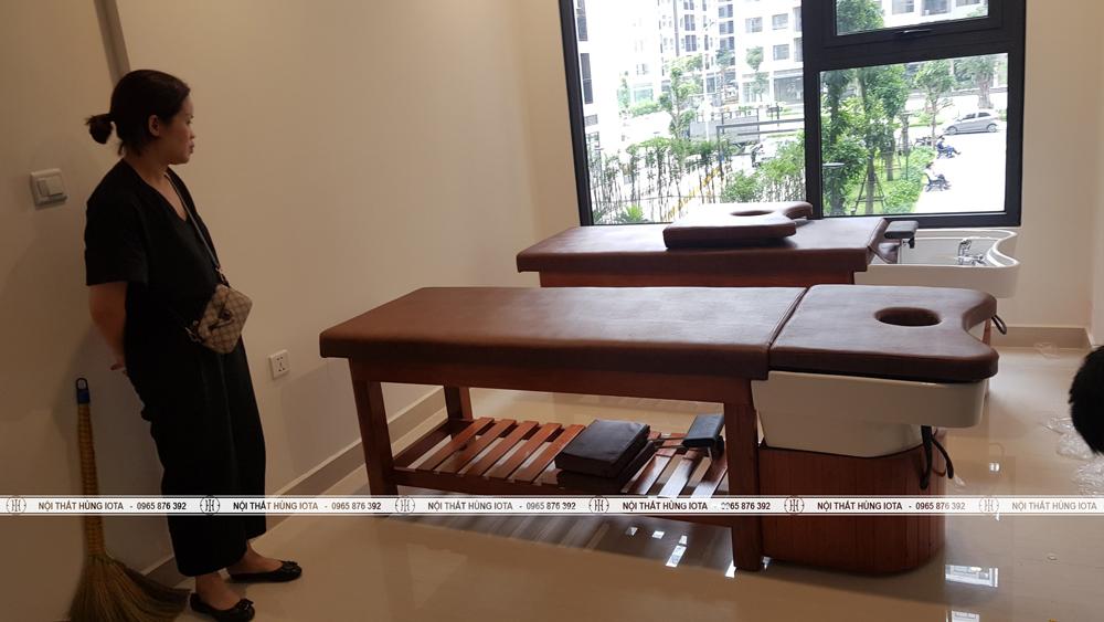 Giường gội massage 2 in 1 màu nâu, bồn sứ cho spa ở chung cư Gia Lâm