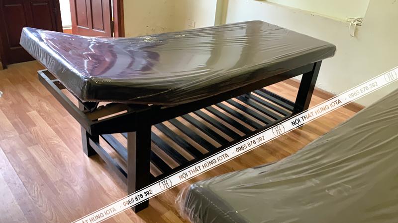 Giường massage body màu đen nâng đầu tại Cầu Giấy