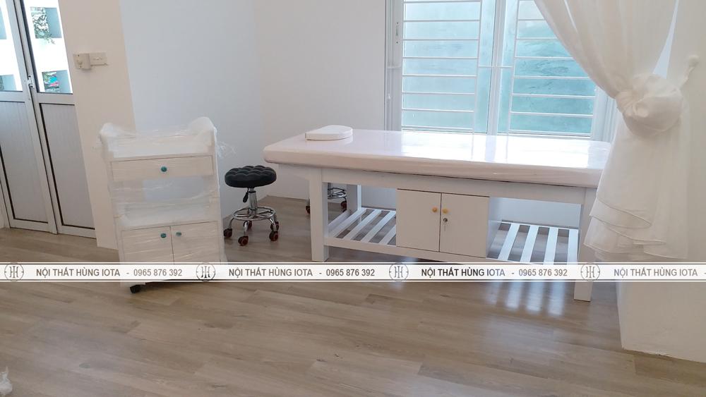 Giường spa có tủ và xe đẩy spa có tủ lắp đặt cho spa ở đường Láng