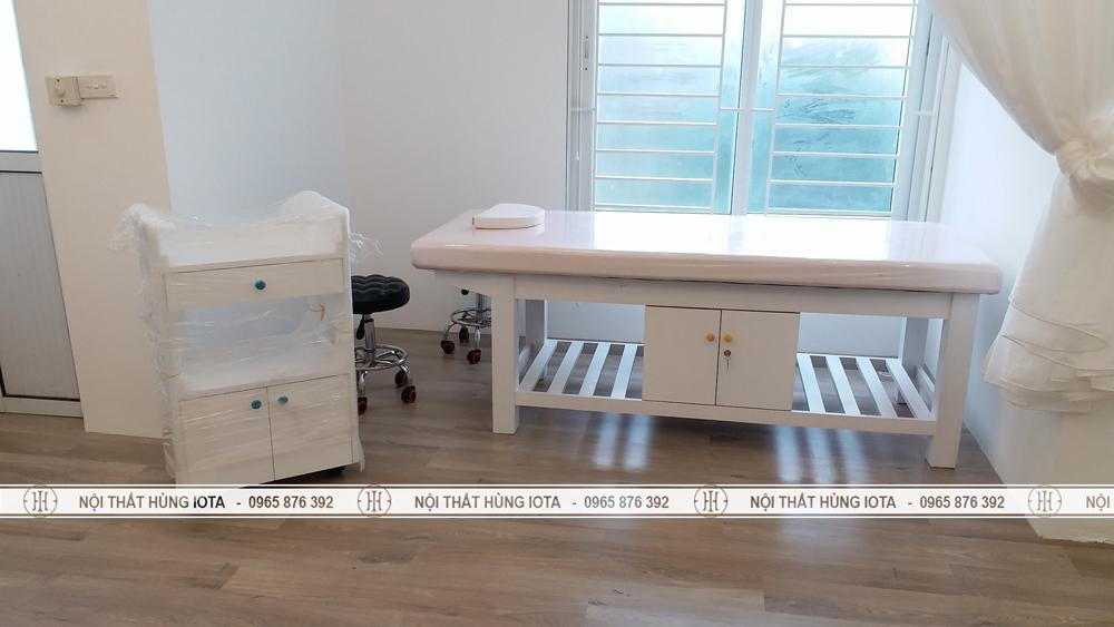 Nội thất spa tại đường Láng gồm giường spa, xe đẩy spa, ghế spa