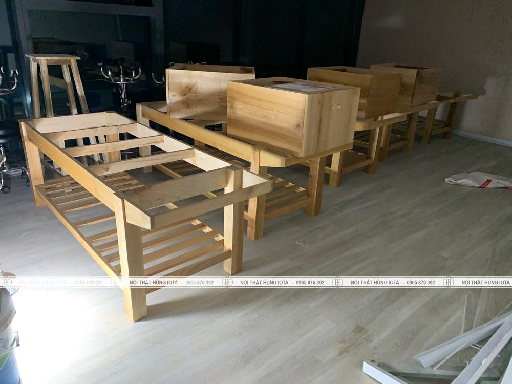 Lắp đặt giường thẩm mỹ viện gỗ sồi tại Vinhomes Nguyễn Chí Thanh