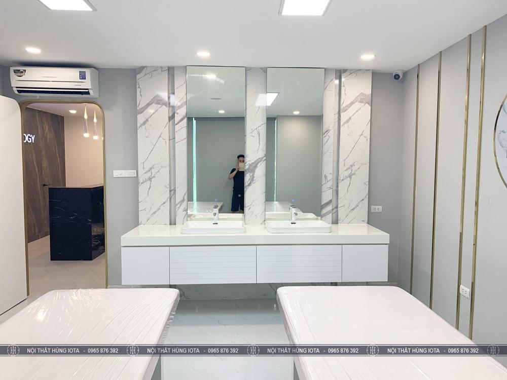 Tủ bồn Lavabo spa đẹp màu trắng lắp đặt tại Id Beauty Center