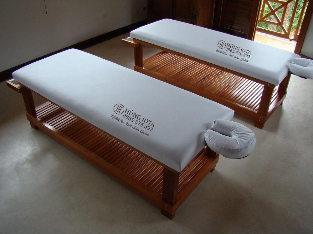 Giường massage body chuyên dụng cho khách sạn có thanh để khăn sau giường