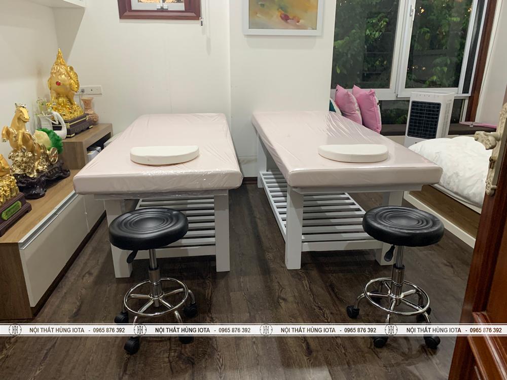 Giường massage gia đình màu trắng và ghế kỹ thuật viên spa đẹp giá rẻ