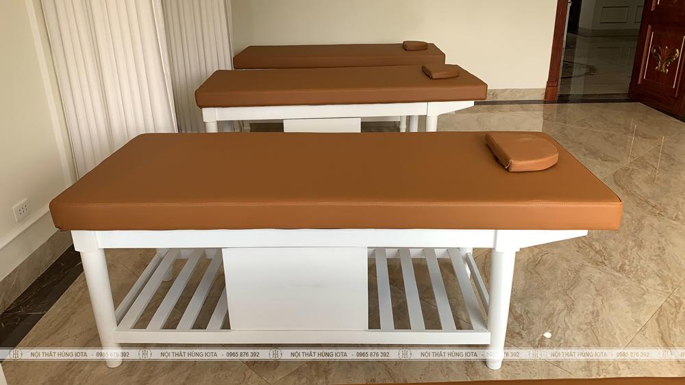 Giường spa gỗ sồi có tủ lắp đặt cho Kinh Đô Spa ở Móng Cái, Quảng Ninh