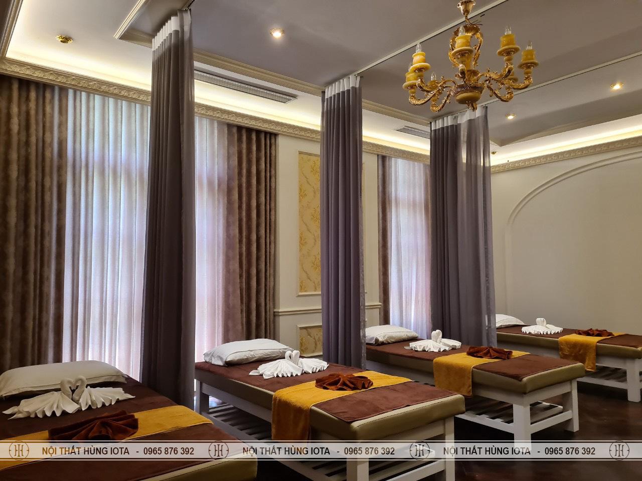 Giường spa làm massage body màu trắng, khoét mặt đệm tại Mỹ Đình
