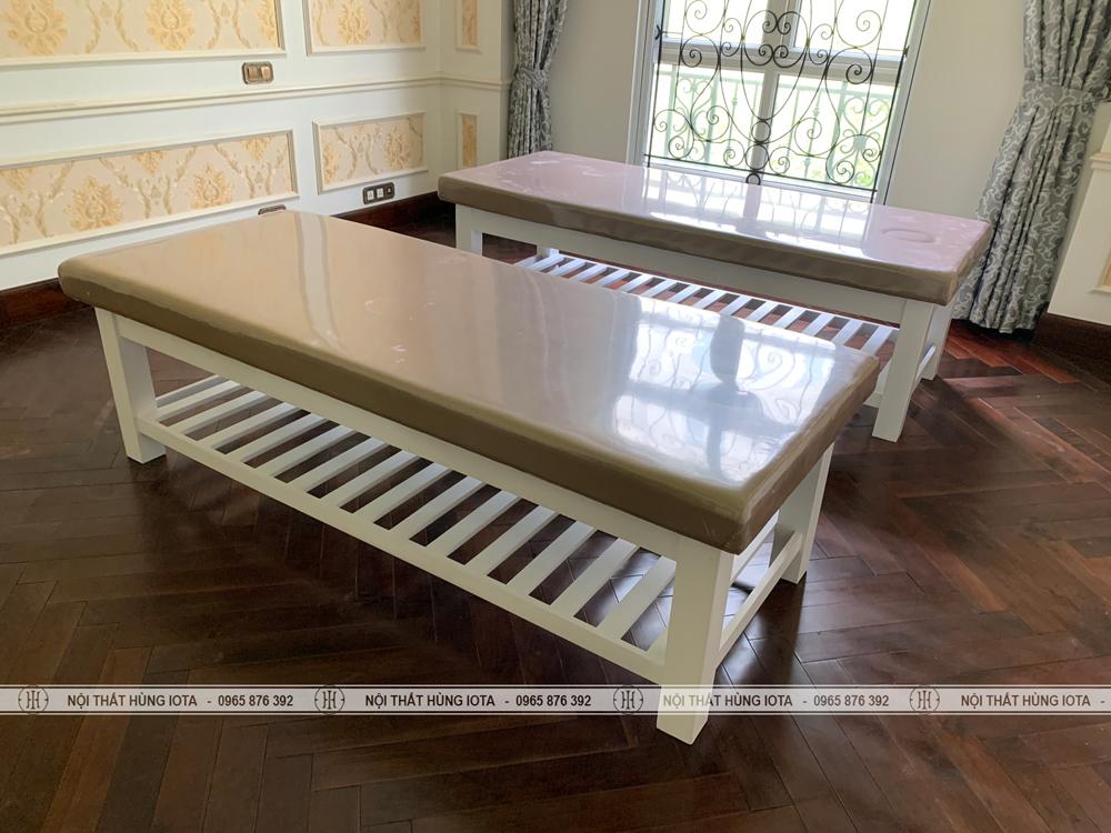 Giường spa màu trắng có lỗ úp mặt đẹp giá rẻ cho Hana Massage