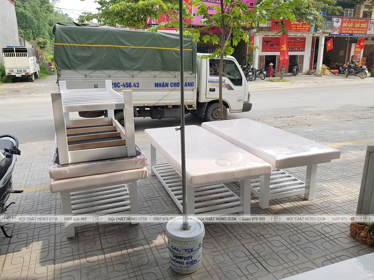 Giường spa màu trắng gỗ sồi lắp đặt cho spa tại Phú Thọ Bamboo Spa