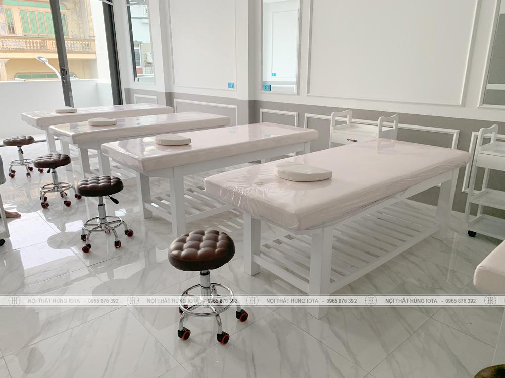 Giường spa màu trắng và ghế spa inox đẹp giá rẻ tại xưởng