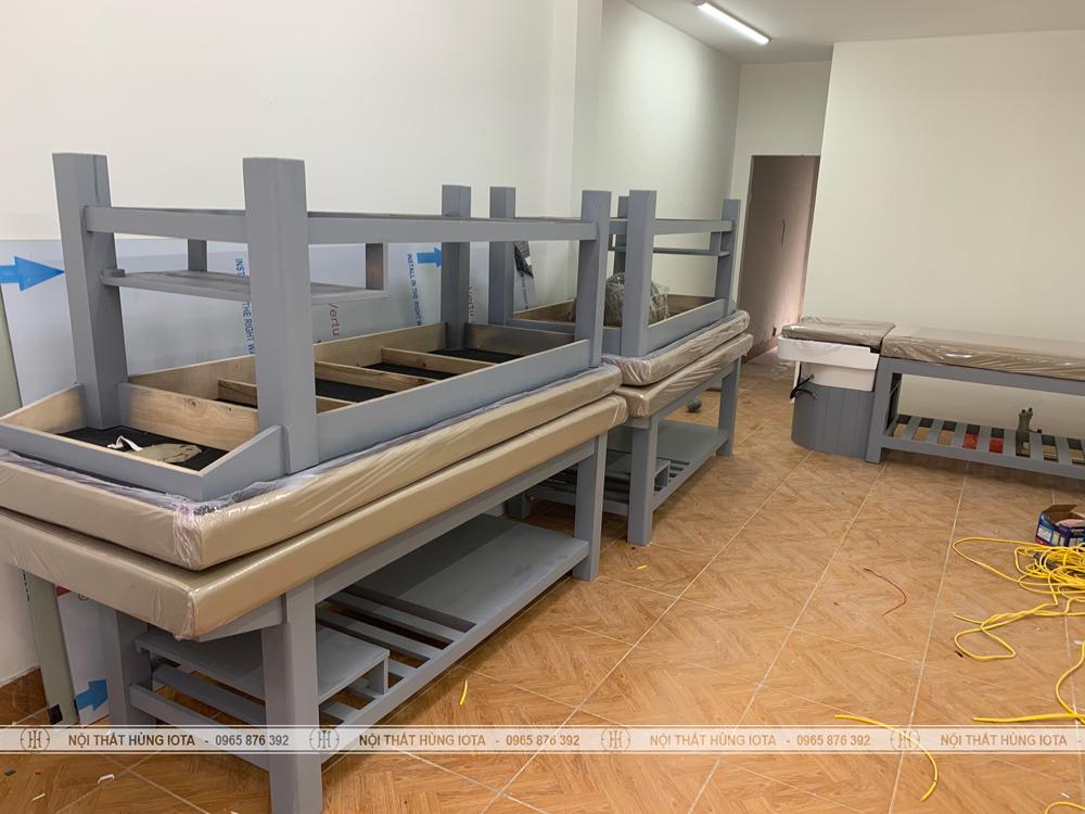 Giường spa màu xi măng đẹp giá rẻ cho Spa HM Hairl Beauty & Spa ở Long Biên