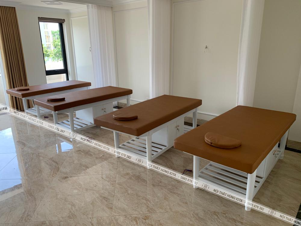 Giường spa tân cổ điển màu trắng lắp đặt cho Kinh Đô Spa ở Quảng Ninh