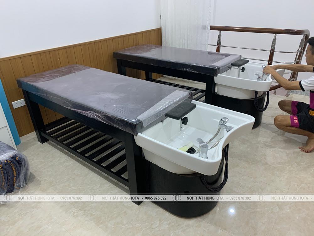 Lắp đặt giường spa 2 in 1 màu đen cho Tú Anh Academy Beauty