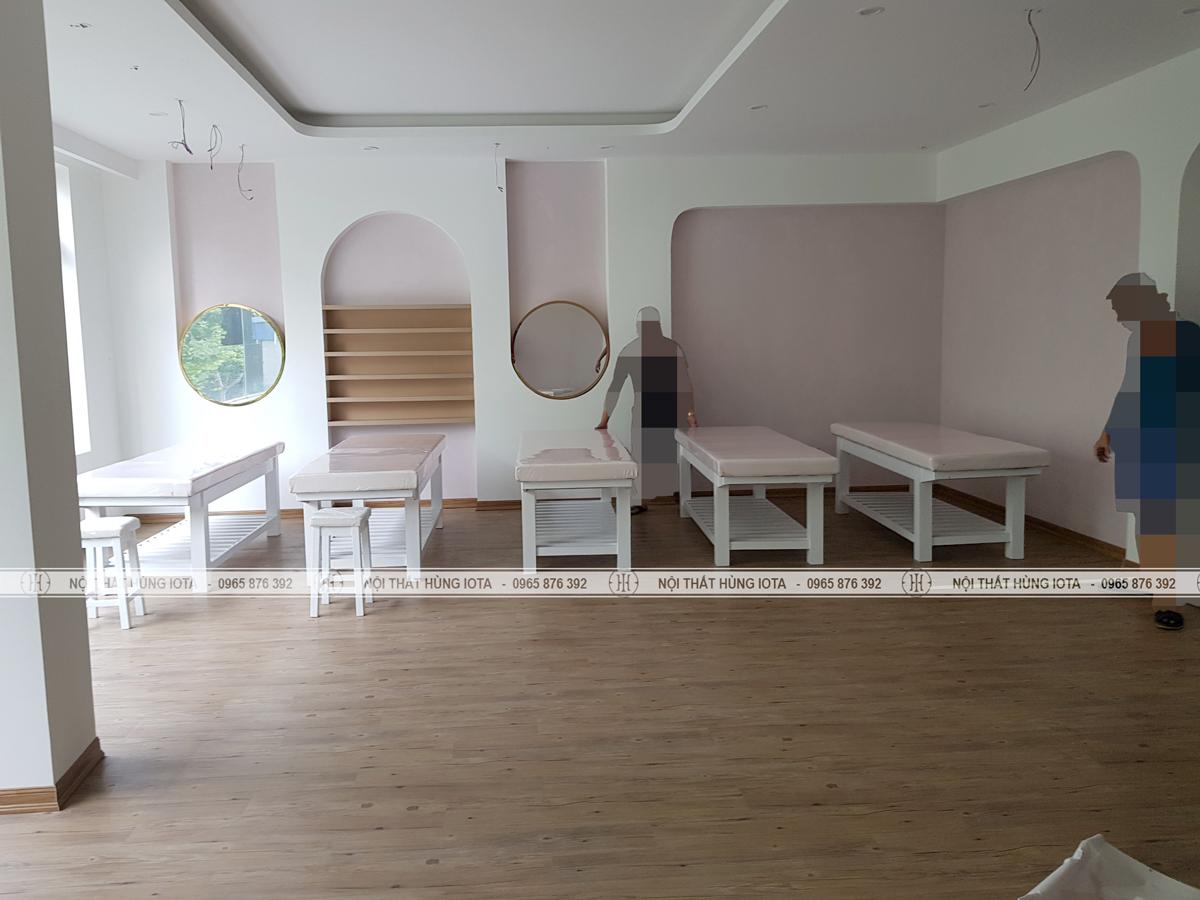 Lắp đặt nội thất spa màu trắng tại Cầu Giấy, Hà Nội cho chị Quỳnh