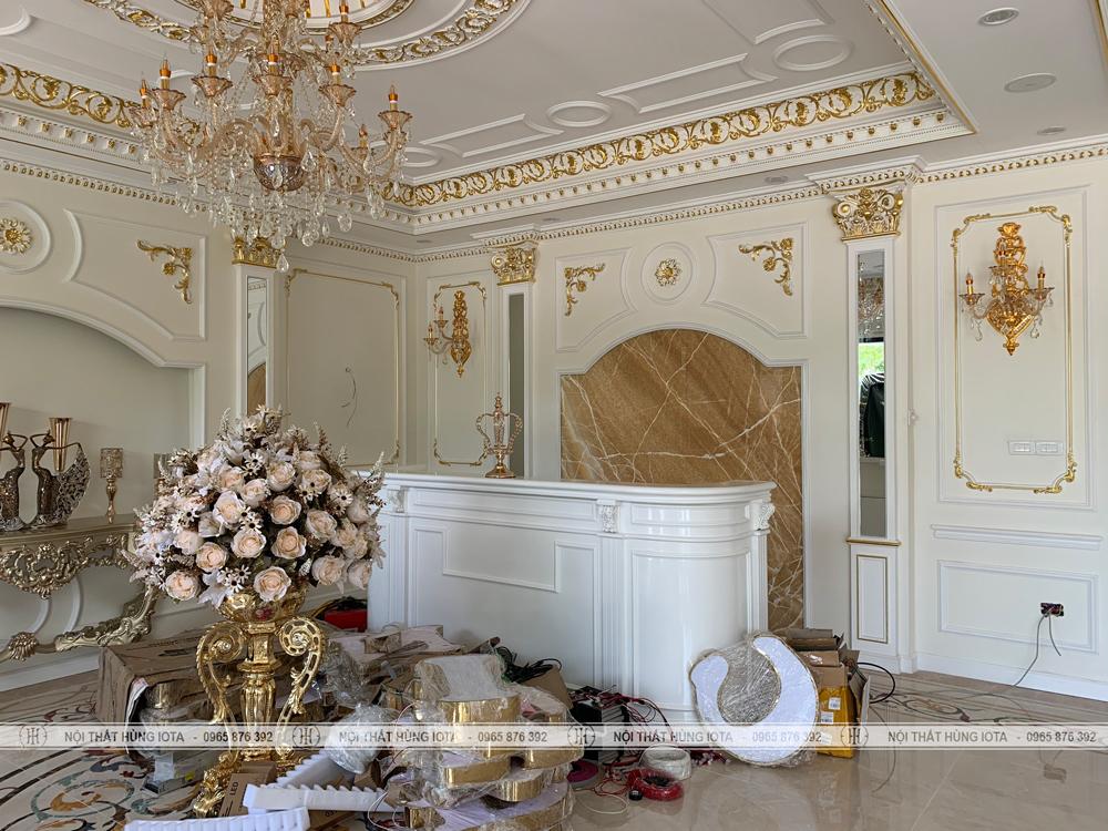 Quầy lễ tân spa màu trắng đẹp giá rẻ lắp đặt cho Kinh Đô Spa