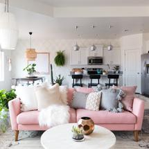 Sofa chung cư màu hồng nhạt decor đơn giản SFGD14