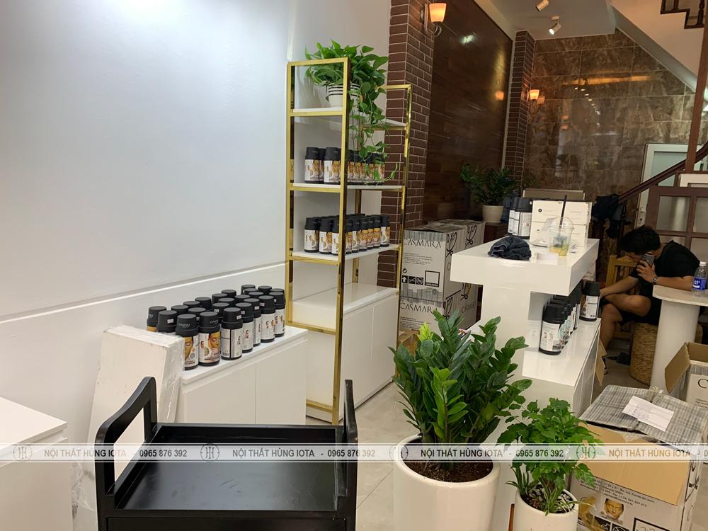 Tủ trưng bày mỹ phẩm spa đẹp giá rẻ màu trắng vàng tại Cầu Giấy, Hà Nội