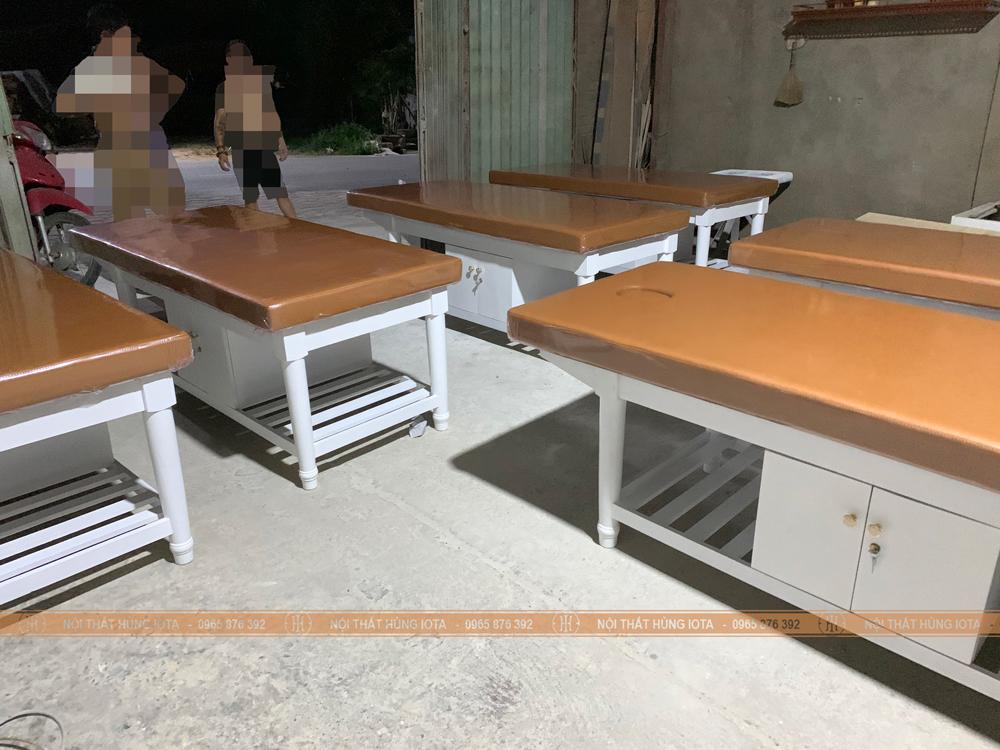 Xưởng sản xuất giường spa gỗ sồi chân tròn Hùng Iota