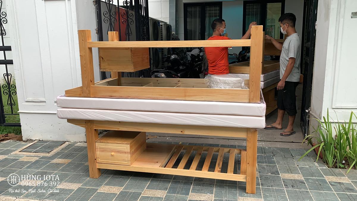 Giường spa gỗ thông có tủ giá rẻ màu vàng gỗ tự nhiên lộ vân