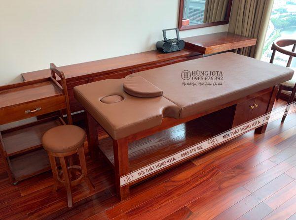 Giường spa massage màu đỏ giả gỗ hương đẹp sang trọng
