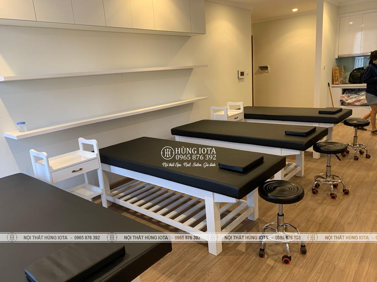 Lắp đặt giường nằm spa đệm màu đen sơn trắng giá xưởng