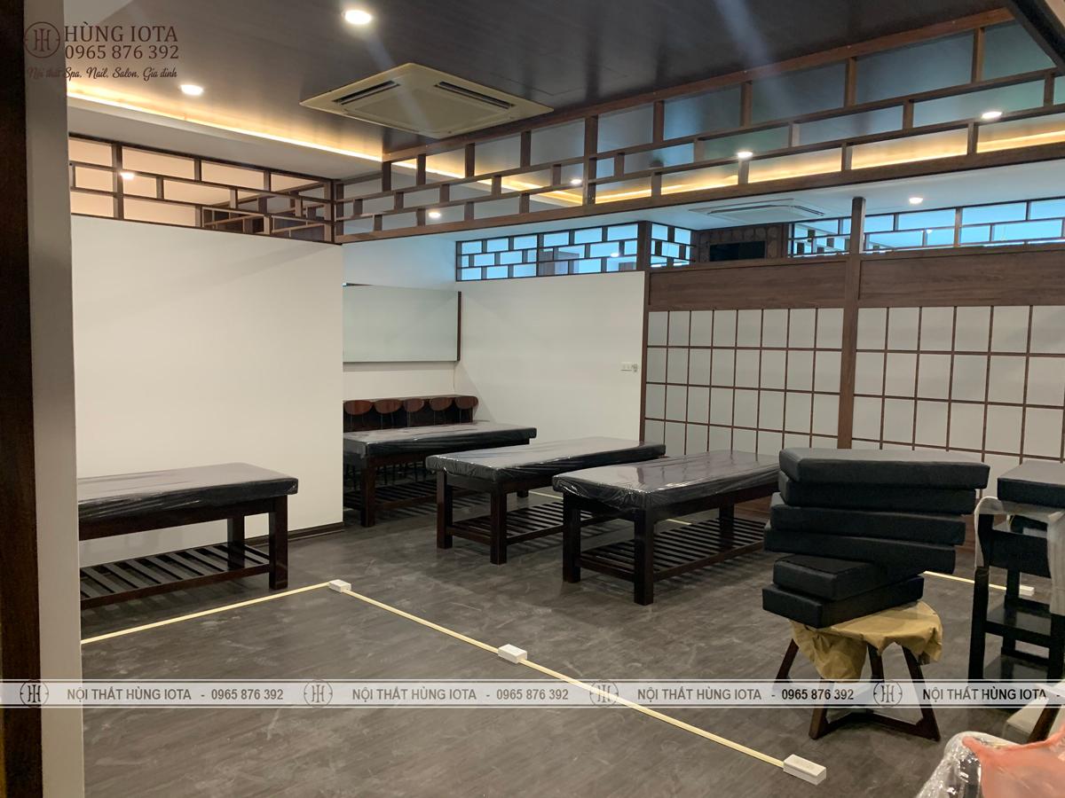 Lắp đặt nội thất spa trị liệu vật lý ở Cầu Giấy, màu đen có khoét mặt lưng