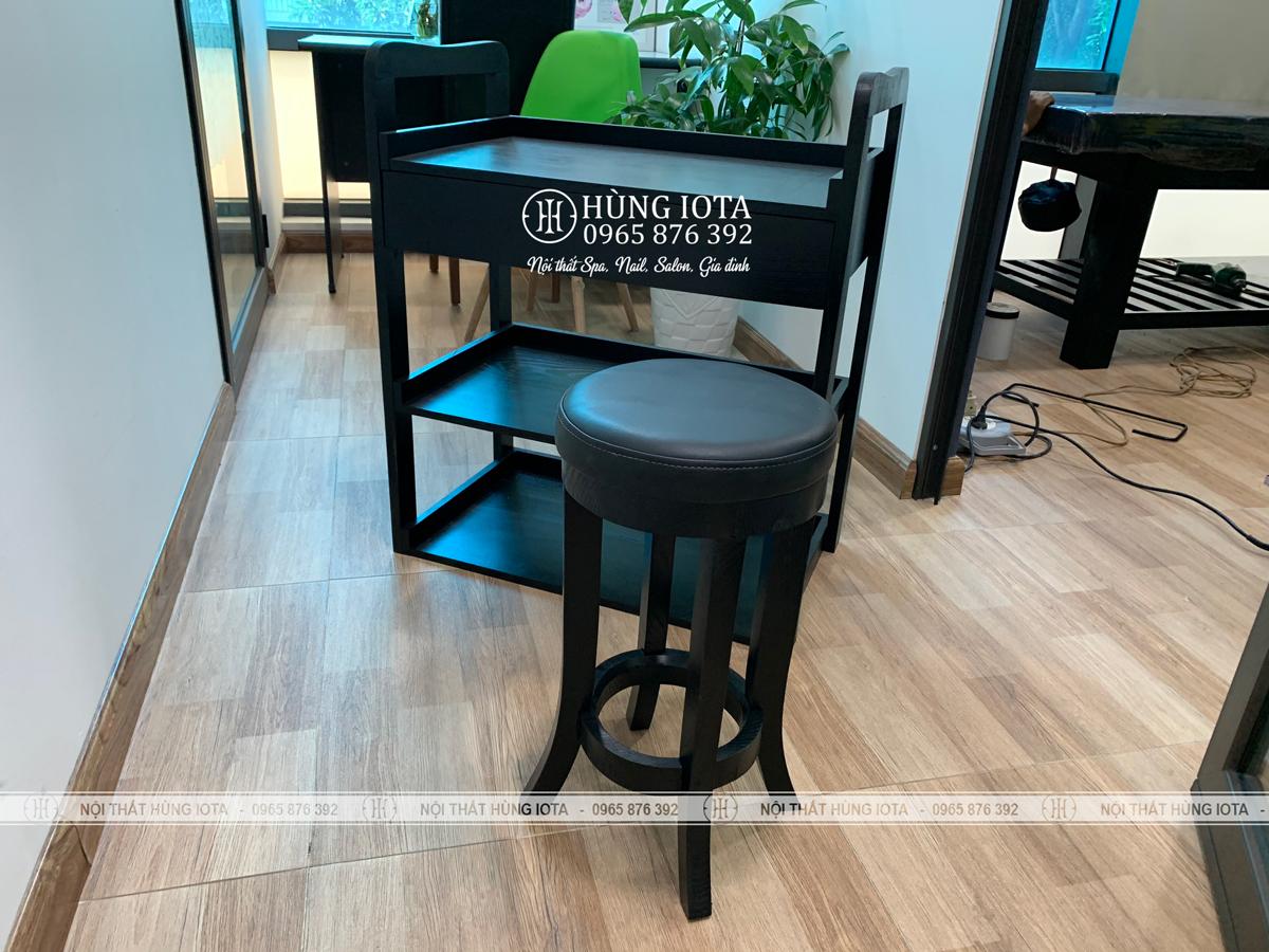 Xe đẩy đựng cụ spa, ghế gỗ spa màu đen tại Hoàng Mai