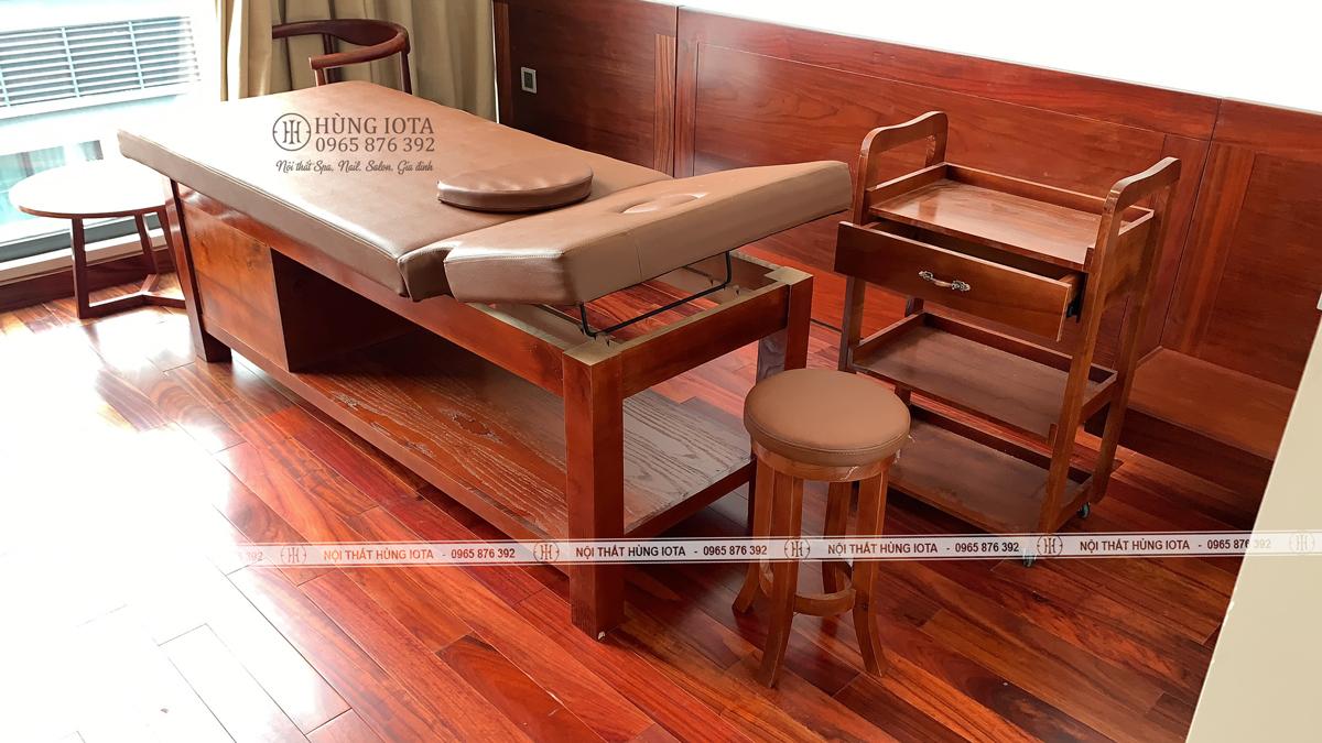 Xe đẩy spa màu gỗ hương, ghế gỗ spa tròn chân quỳ ở Vinhomes Liễu Giai, Kim Mã